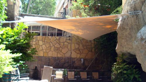 spu-restaurant-entrance-atlas-tensile.jpg